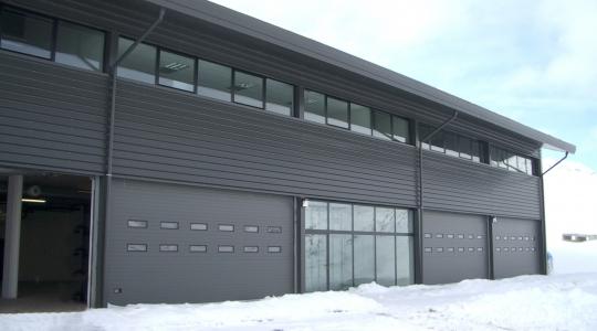 Vista exterior del taller de mantenimiento.